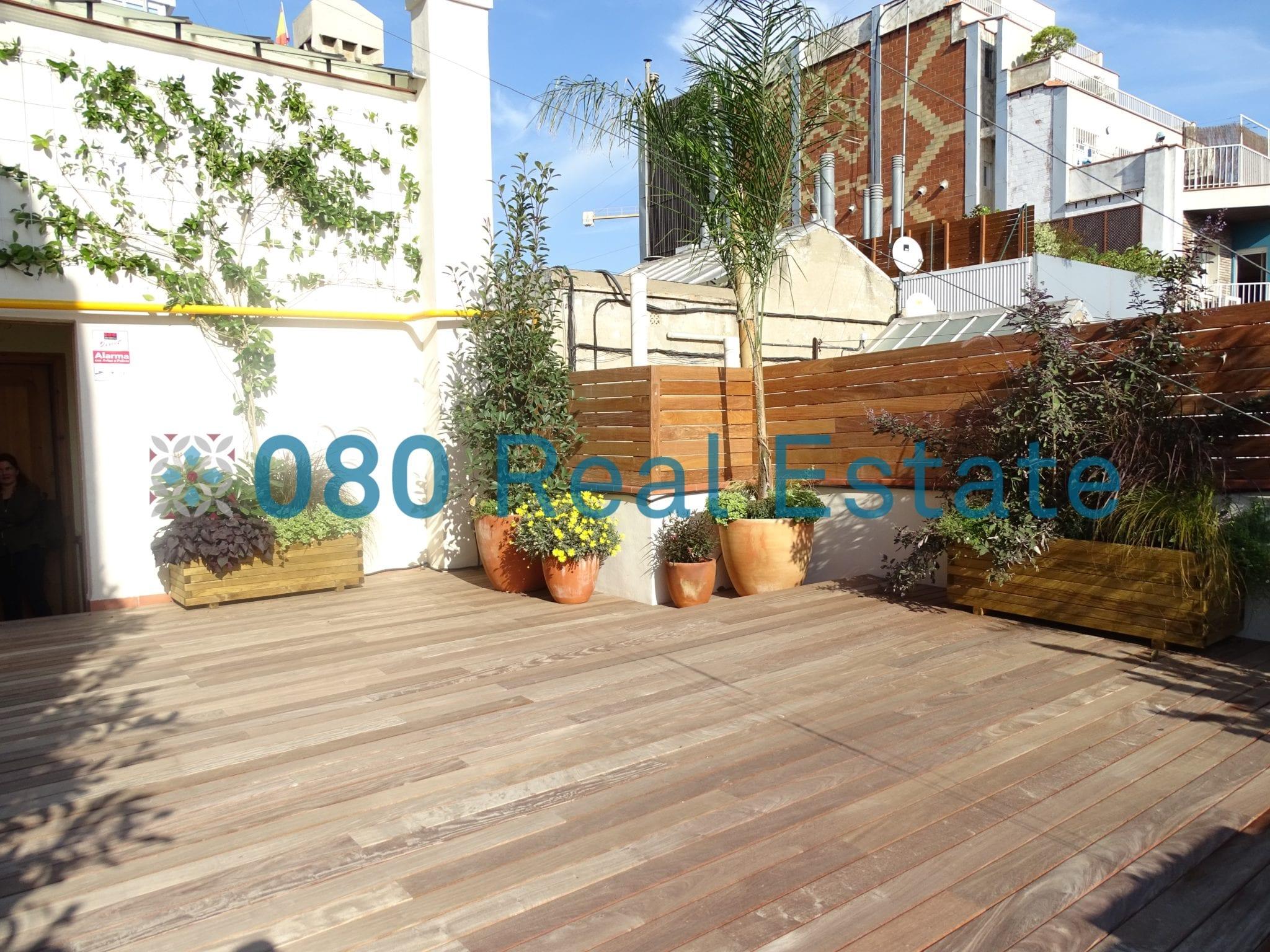 Bonito ático con terraza en Sagrada Familia