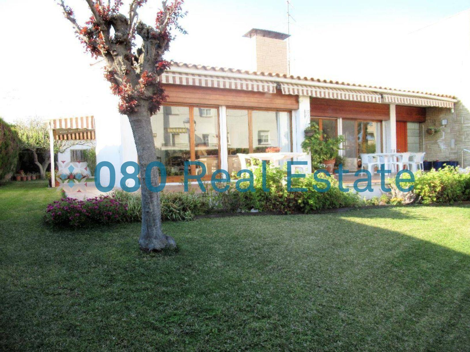 Preciosa casa con piscina y jardín